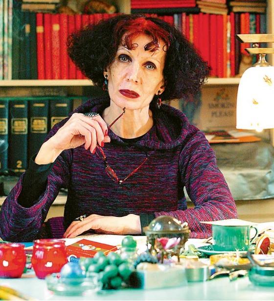 """1η «Αφήγηση Έργου – Ζωής», με την συγγραφέα Ζυράννα Ζατέλη, εξ αφορμής του βιβλίου της """"Ηδονή στον κρόταφο"""", των εκδ. Καστανιώτη"""