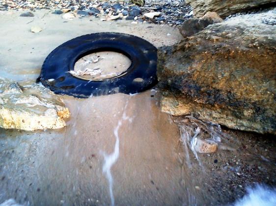 Οργανωμένη παραλία: Εικαστική παρέμβαση αδιαφορίας...